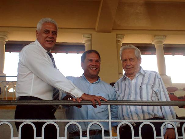 Dinamite, Geovani e Calçada em SJ. É de união que precisamos! Foto: Marcio Iannacca/Globo Esporte