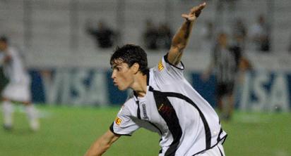 Pimpão comemora um de seus gols contra o Central-PE - Foto: Globoesporte.com