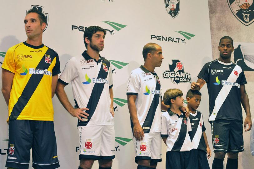 Vasco lança os novos uniformes de jogo para 2012 2013 ... a9e7262cb2344