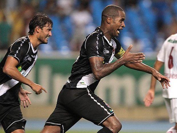 Dedé comemora gol da vitória diante do Fluminense e coloca o Vasco na final da Taça Guanabara 2013