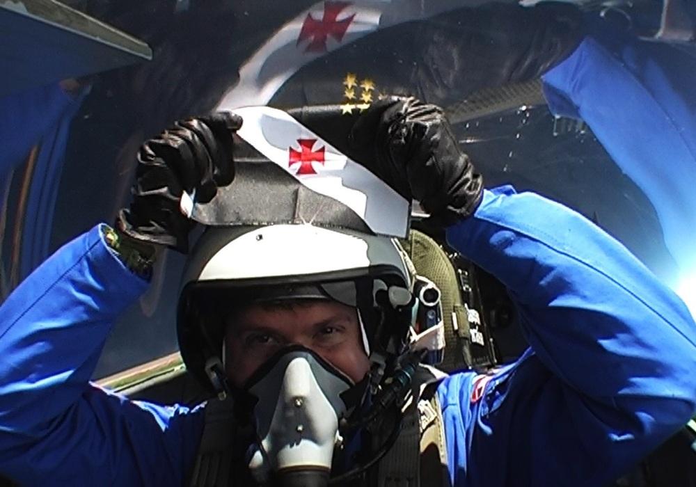 Vídeo: Veja astronauta com bandeira do Vasco no espaço (1/2)