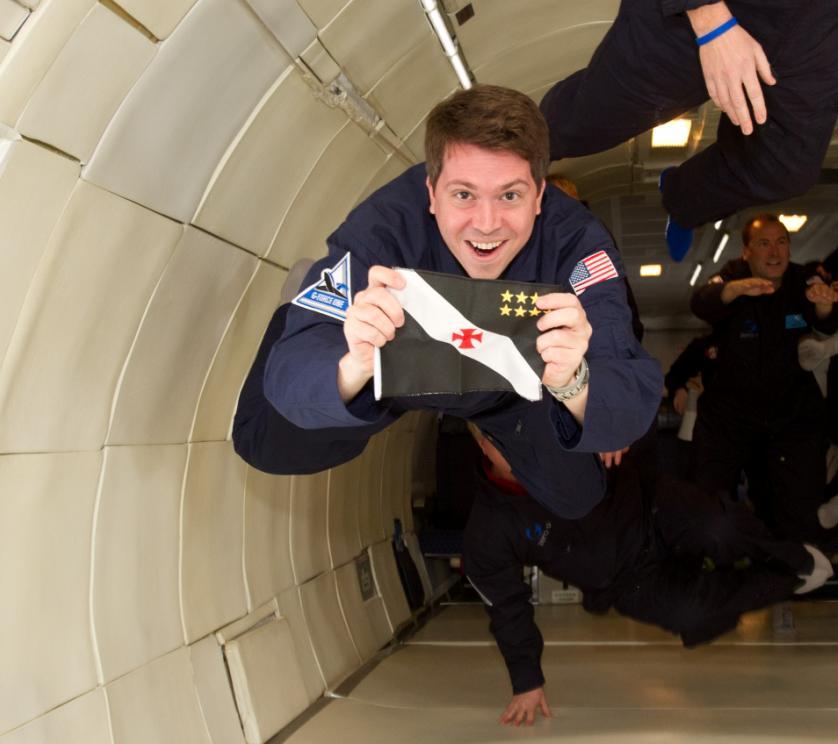 671a7c4e54d66 Vídeo  Veja astronauta com bandeira do Vasco no espaço ...