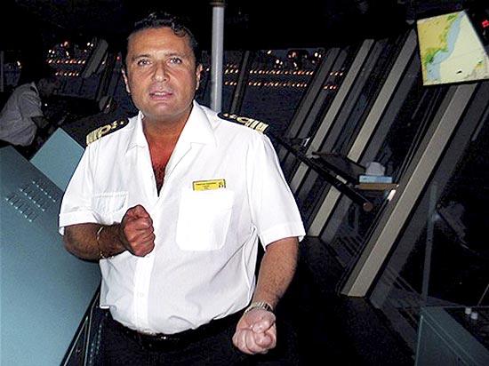 Roberto Dinamite não consegue gerir o Vasco da Gama e a crise financeira se agrava a cada mês. Intriga da Oposição? VADA A BORDO, DINAMITE!