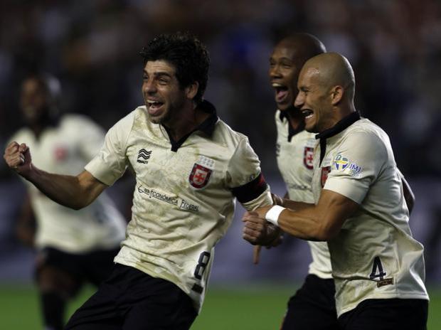 na estreía do novo uniforme e com logo da JMJ 2013, Vasco bate o Criciúma, em São Januário por 3 x 2 e sobe na classificação do Brasileirão 2013