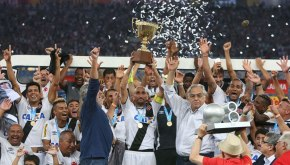Vasco campeão Carioca de 2015 - Guiñazu levanta a taça